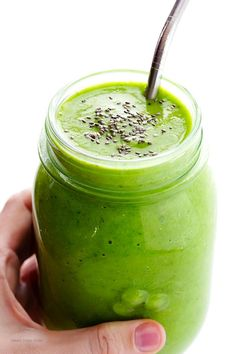 This Post-Workout Green Smoothie recipe is full of simple, delicious, and nutritious ingredients that will help replenish your energy after a good workout. paleo diet before and after Healthy Green Smoothies, Green Smoothie Recipes, Yummy Smoothies, Healthy Drinks, Healthy Snacks, Vegetable Smoothies, Stay Healthy, Smoothie King, Juice Smoothie