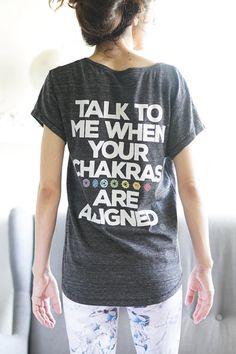 Hablar conmigo cuando tus Chakras están alineados - camisa - camiseta - Top  de Yoga T 79a2e98f8078a