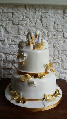 Il cake design è una delle passioni che a quanto pare condivido anche con le persone che mi chiedono di organizzare eventi, feste a tema, compleanni o altro! :) Laurea, battesimo, da cresima a comunione, da bar mitzvah e bat mitzvah a cerimonie e matrimoni. Ormai posso dire di avere molta esperienza. Con il mio team, di allestitori, cake designer e collaboratori abbiamo affrontato qualsiasi sfida. Spero di potervi ispirare con i miei pin!  #cigni #oro #dorato #cigno