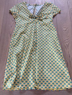 Zomers jurkje in Soft Cactus stofje, gebaseerd op eigen gekocht (favoriet) zomers kleedje :-)