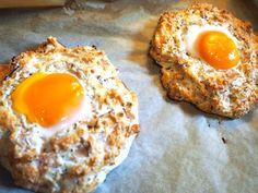 Eier zum Frühstückwerden mir nie langweilig! Es gibt unzählige Zubereitungsarten in diversen Variationen, die am Frühstückstisch für Abwechslung sorgen: Egg Muffins, Spiegeleier, Eierspeise, Omel...