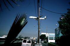 Alex Webb USA. Los Angeles. 2001. Outside of Los Angeles International Airport, beneath the flight path.