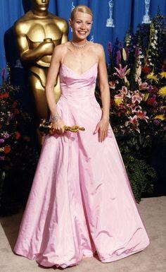 Os 10 vestidos mais icônicos do Oscar através dos tempos #oscar #vestidolongo #oscarparty #redcarpet #tapetevermelho #celebs #famosas #celebridades #moda #estilo #fashion #fashionblog #modamujer #modafeminina #modafesta