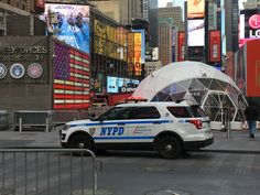 NYPD Critical Response Command Ford Interceptor SUV in Times Square Old Police Cars, Police Truck, Ford Police, Sirens, Radios, Emergency Vehicles, Police Vehicles, 4x4, Joining The Police