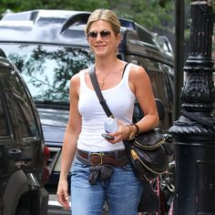 Jennifer Aniston's Still Beaming Following Five's Premiere and Her Sweet Photo Shoot With Justin