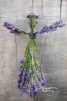 Dekorace levandule, panenka z levandule jako dekorace do bytu Lavender Wands, Lavender Decor, Lavender Crafts, Lavender Bouquet, Lavender Flowers, Dried Flowers, Lavander, Growing Lavender, Diy Wand