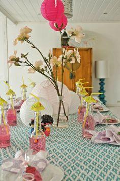 Borddekking: Kokeshi-bursdag Glass Vase, Table Settings, Inspiration, Home Decor, Pink, Chinese New Year, Biblical Inspiration, Decoration Home, Room Decor