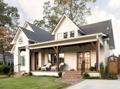 The farmhouse exterior design totally reflects the entire style of the house and the family tradition as well. The modern farmhouse style is not only for interiors. It takes center stage on the exterior as well. Exteriors are adorned with bright-siding, t Farmhouse Front Porches, Modern Farmhouse Exterior, Farmhouse Style, Rustic Farmhouse, Farmhouse Design, Cottage Design, Farmhouse Ideas, Farmhouse Interior, Modern Porch