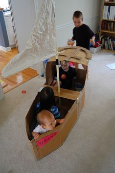 Lots of cardboard box tutorials for kids – hours of play for rainy days! The cardboard box, nothing is more fun to a kid. Kids Crafts, Craft Activities For Kids, Toddler Activities, Projects For Kids, Diy For Kids, Summer Activities, Craft Ideas, Kids Playing, Cute Kids