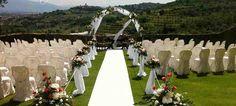Mariez vous en Italie !  Le Castello di Rosciano est un des plus beaux endroits d'Italie. A deux heures au nord de Rome, le cadre est magnifique. La colline surplombe le village et les oliviers sont partout. Le temps est évidemment très ensoleillé et dire à ses invités que l'on se marie en Italie est tellement plus romantique que n'importe quelle autre région française...  Avec les vols à des tarifs très accessibles, offrez vous l'Italie !  http://www.castellodirosciano.com/