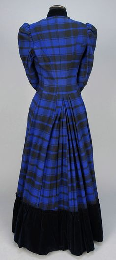 WOOL PLAID AFTERNOON DRESS, c. 1881(Rather 1891 ?)