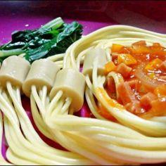 """""""Ini resep pertama ku untuk coba bikin spageti sendiri.. Bahan-bahannya mudah di dapat dan terjangkau kok temen-temen :D dan rasa nya gak kalah deh sama Ke Ef Si punya :p Dan yang membuat menariknya spageti nya berada didalam sosis :D yukk... dicobaa"""