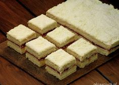 Wiśniowiec bez pieczenia - Obżarciuch Polish Recipes, Polish Food, No Bake Desserts, Cornbread, Baking, Ethnic Recipes, Ferrero Rocher, Kuchen, Millet Bread