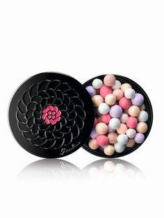 Les perles cultes de Guerlain via Le Journal des Femmes. Des bonbons ? Non, du maquillage, dans une très jolie boîte !