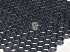 Splitplaten zwart voor oprit | siergrindwinkel.nl Met het gebruik van deze Gravelpro splitplaten, grindplaten grindmatten wordt van grind of split een stabieler oppervlak gemaakt.Zo wordt deze goed begaanbaar, te voet, met de fiets, kinderwagen en rolstoel.