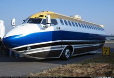 A Boeing 727 turned into an RV. Does this RV have flight attendants?