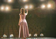 Taylor- le fantôme de l'opéra- ceci est scène que les personnages du livre effectuer sur. ils dansent, chantent et agir sur cette scène.
