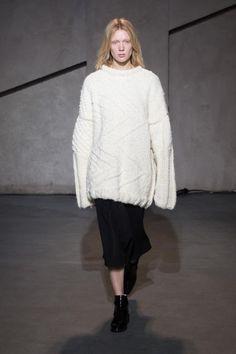 Schön groß und kuschelig: Boyfriend-Pullover von Each x Other.