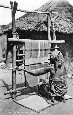 Africa | Hausa Loom, Northern Nigeria || Vintage postcard; publisher Moyea.  No 20.