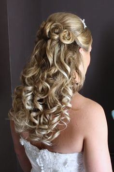 Google Image Result for http://www.ameliagarwood.com/gallery/Bridal%2520hair%2520down/half%2520up%2520half%2520down%2520wedding%2520hair.JPG
