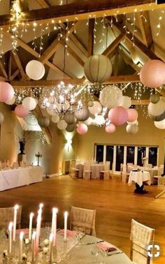 De herfst is nu echt begonnen, tijd om wat extra sfeer te creëeren met lampionnen! #lampion #versiering #decoration #wedding #herfst #styling #eventplanner #events #marriage #weddingideas #weddinginspiration #hochzeit #deko #breda #weddingdecor #trouwen #huwelijk winterwedding, hangende lantaarns, Bruiloftsborden, winter wedding, paper lanterns www.lampion-lampionnen.nl