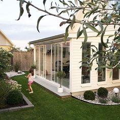 Alltid trevligt med lite hjälp i trädgården! 💕🙏🏻🌿 Skön fredagskväll till er…