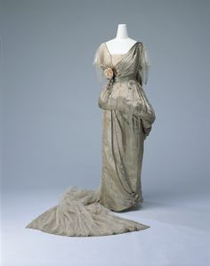 """fripperiesandfobs: """" Worth court dress, 1914 From the Kyoto Costume Institute via World Fashion Channel """""""