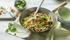 Peanut butter and coconut milk make a quick DIY satay sauce. Pack out this filling noodle dish with plenty of fresh veg and strips of chicken or turkey. Healthy Snacks, Healthy Eating, Healthy Recipes, Spinach Recipes, Healthy Dishes, Simple Recipes, Healthy Cooking, Tempeh, Tofu
