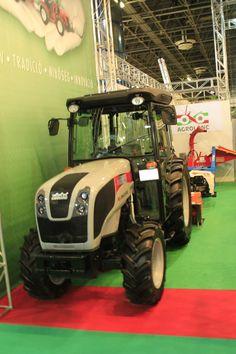 univerzális_ültetvény_traktor_carraro Tractors, Monster Trucks, Vehicles, Tractor, Car, Vehicle, Tools