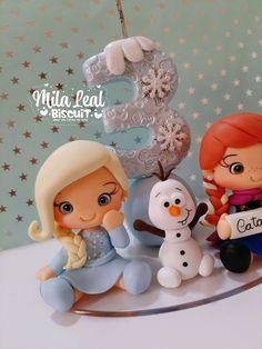 Bolo Frozen Fever, Festa Frozen Fever, Frozen Party, Frozen Birthday, Birthday Cake, Frozen Cake Tutorial, Frozen Biscuits, Mini, Cake Toppers