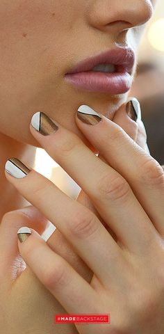 In this article we're showing you ten ideas presenting the minimalist style. The minimalism is the reason why it's so easy to do it yourself, and will look so great. #nailart #diy