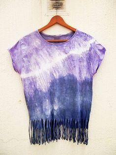 Camiseta teñida por armarioenruinas en Etsy, $12.00 Tie Dye Shirts, Diy Fashion, War, The Originals, Fitness, T Shirt, Outfits, Clothes, Women