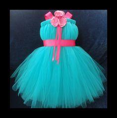 Vestido de la muchacha de flor turquesa verde azulado