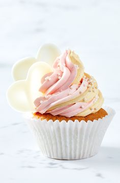 We've taken childhood favourite coconut ice and turned it into cute retro cupcakes complete with two-toned buttercream and white choc hearts. Desserts With Biscuits, Mini Desserts, Plated Desserts, Coconut Cupcakes, Yummy Cupcakes, Cheesecake Cupcakes, Cupcake Recipes, Cupcake Cakes, Dessert Recipes