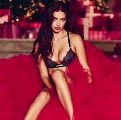 世界で最も稼ぐモデルの一人であり、長年に渡り米人気ランジェリーブランドの看板モデルであるヴィクシーエンジェルとして活躍するアドリアナ・リマ。エキゾチックで情熱的な面立ちと、鍛え上げたしなやかなボディラインはさながら女豹のよう。二人の娘を育てる35歳のシングルマザーである彼女の、野性的でセクシーな美貌を保つ秘訣とは?   ©GettyImages