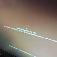 tulet toimistolle ja kun käynnistät tietokoneesi näet tämän... #windowsupdates ei kai tässä sen &teenjuonnin Kai, Neon Signs, Instagram, Chicken