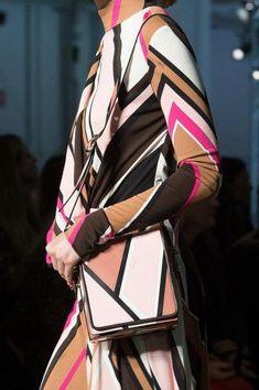 Emilio Pucci at Milan Fashion Week Fall 2017 - Details Runway Photos Fashion Tips For Women, Fashion Brands, Womens Fashion, Milano Fashion Week, Milan Fashion, Fashion Edgy, Chic Outfits, Trendy Outfits, Corporate Outfits