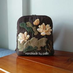Yoko Saito, Japanese Bag, Quilted Bag, Applique Quilts, Zipper Pouch, Quilt Patterns, Patches, Quilting, Cushions