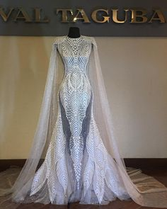 this could be the closest to a super hero wedding dress. Evening Dresses, Prom Dresses, Formal Dresses, Elegant Dresses, Pretty Dresses, Fantasy Gowns, Mode Outfits, Beautiful Gowns, Dream Dress
