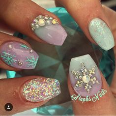 @_stephsnails_ awesome snowflake nails