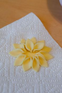 Layering petals for a gumpaste flower    Cake decorating tips and tricks
