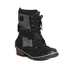 The Women's Slimboot Lace from Sorel is ideal for great fashion while enduring cold conditions. This lace up is waterproof and features a full grain leather construction with heavy canvas panels and textile lining.