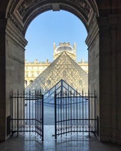 "77 Synes godt om, 5 kommentarer – Angela Lund (@angelalund) på Instagram: ""Louvre on a winters day - inside out * * * * #louvre #paris #architecture #beautifulbuildings…"""