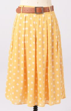 <3 me some polka dots. can't pull of a teeny weeny yellow polka dot bikini but maybe a skirt....