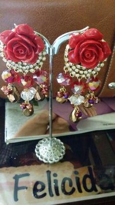 Flor y cristales #flor #cristales  #rojo #dorado #aretes  # earring #beadsbyflor #hechoamanos #modafemenina