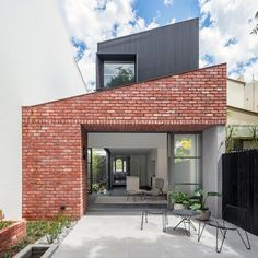 Glebe Red: A Modern Living Place with A Victorian Terrace for A Large Inter-Generation Family Brick Architecture, Australian Architecture, Interior Architecture, Modern Brick House, Modern House Facades, Facade Design, House Design, Brick Extension, Extension Google