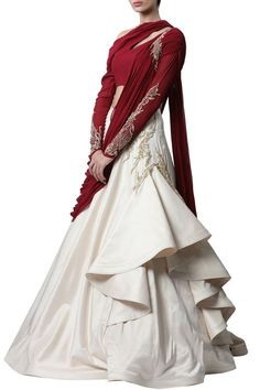Indian Wedding Gowns, Indian Gowns Dresses, Indian Fashion Dresses, Indian Designer Outfits, Indian Outfits, Bridal Gowns, Saree Wedding, Wedding Wear, Saree Gown