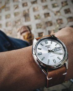 Seiko Women's Analog Display Analog Quartz Two Tone Watch – Fine Jewelry & Collectibles Seiko 5 Automatic Watch, Jewelry Gifts, Fine Jewelry, Dream Watches, Seiko Watches, Beautiful Watches, Mother Pearl, Vintage Watches, Quartz Watch