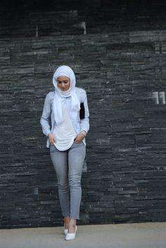 Grey slim fit jeans - check out: Esma Modern Hijab Fashion, Islamic Fashion, Muslim Fashion, Modest Wear, Modest Outfits, Maria Alia, Hijab Jeans, Hijab Style Tutorial, Hijab Trends