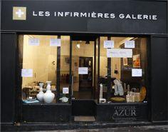 Façade de la galerie d'art contemporain 'Les Infirmières Galerie' 100 boulevard Beaumarchais. Vitrines : Comptoir Azur